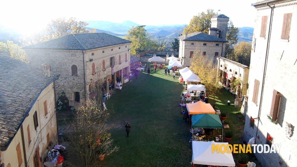 domenica 8 dicembre cultura e tradizione prendono vita alla corte del castello di montegibbio con la quarta edizione dei mercatini di natale-2