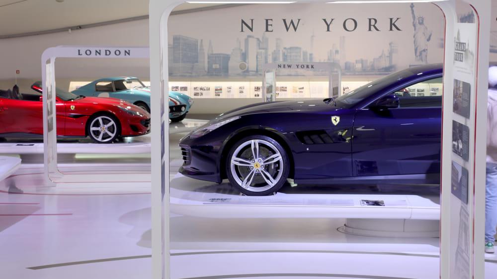 Ferrari_GTC4Lusso-2