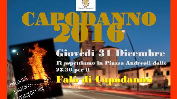 A San Possidonio l'anno vecchio brucia in piazza
