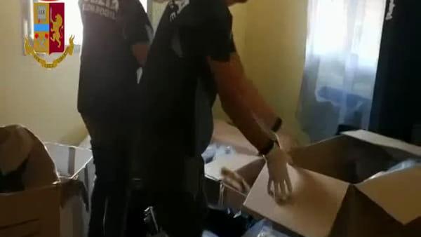 Sequestrati quasi 24 kg di marijuana nell'appartamento di due ragazzi - IL VIDEO