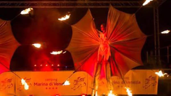 Una serata tra giocoleria, il tributo a Lucio Battisti e la Danza dei Fuochi a Soliera