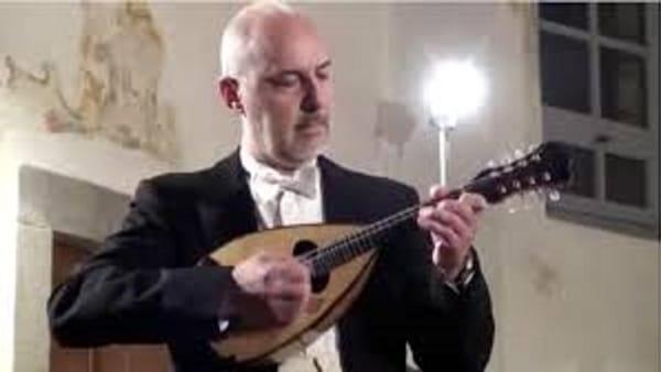 Ugo Orlandi, protagonista del nuovo appuntamento dedicato al Mandolino