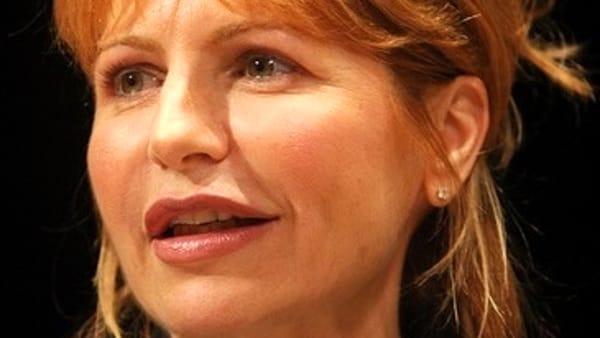 """Lilli Gruber dice """"Basta!"""" alla violenza contro le donne, sarà ospite all'Auditorium Marco Biagi"""