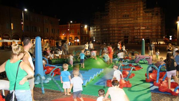 SNUG, la piazza di Carpi diventa un parco giochi