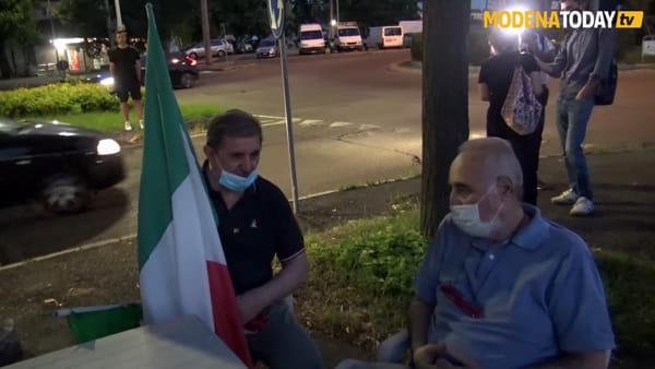 """Cittadini manifestano in Viale Gramsci: """"Ci sentiamo abbandonati"""""""