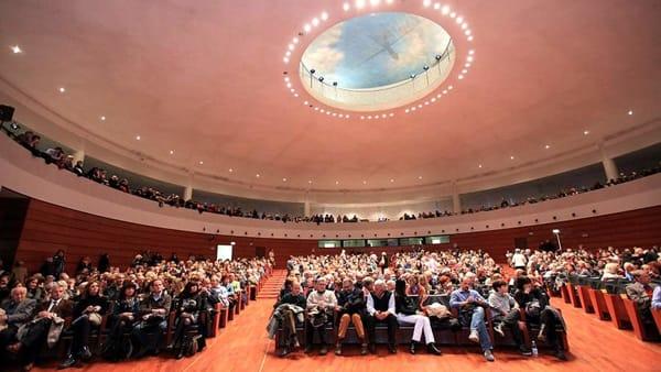 Dieci Anni Di Passioni Il Libro Fotografico Sugli Incontri Al Bper Forum Monzani