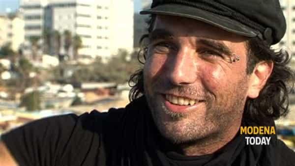 "A Castelvetro: ""Restiamo umani"", il teatro civile ricorda Vittorio Arrigoni"