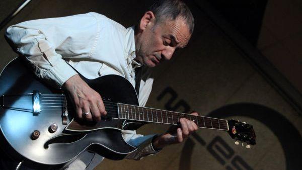 """""""Nient'altro che un Chitarrista Ambulante"""", libro e concerto di Jimmy Villotti"""