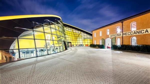 Preziosi, eccellenze gastronomiche e opere d'arte all'asta per ANT al Museo Ferrari