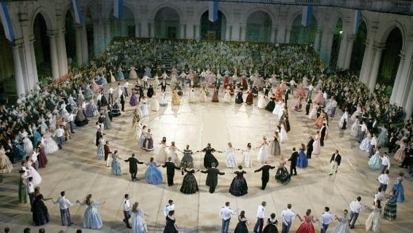 Torna il Gran Ballo Risorgimentale nel cortile d'onore del Palazzo Ducale