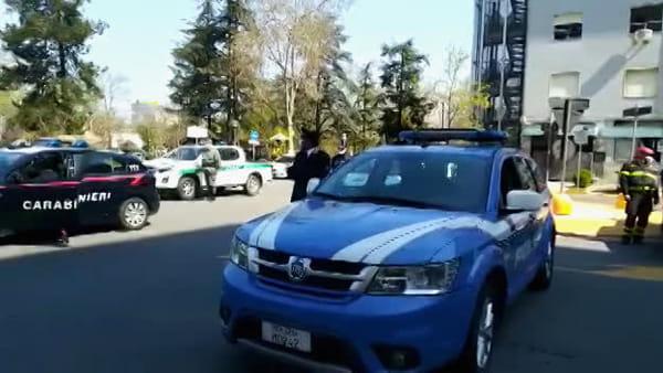 VIDEO | Le sirene delle forze dell'ordine per omaggiare il personale del Policlinico