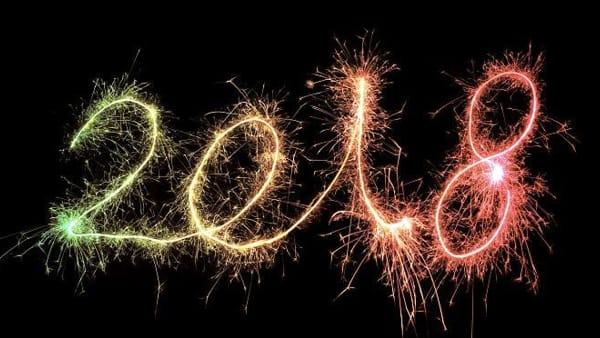 Il vecchio anno brucia sulla pira in piazza, festa a San Possidonio