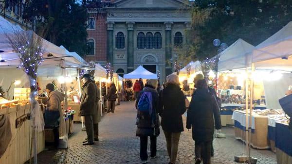 In piazza Mazzini il mercatino dell'artigianato artistico