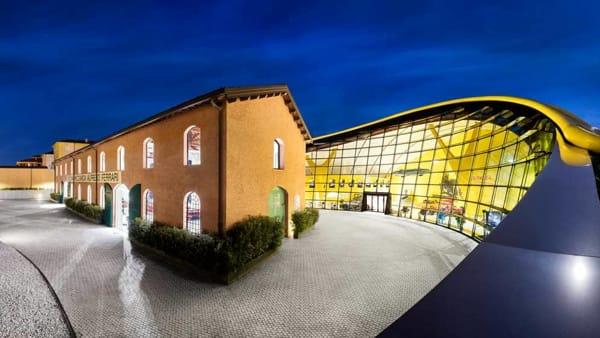 La Notte Bianca si tinge di rosso al Museo Enzo Ferrari