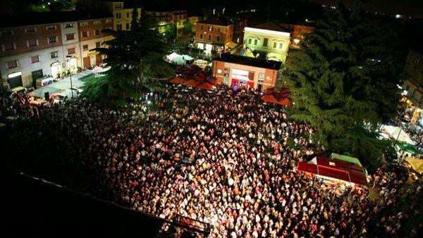 Ultimo dell'anno a Maranello in Piazza Libertà tra rock anni '50 e fuochi d'artificio
