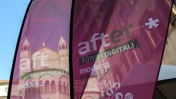 Giovani influencer modenesi in piazza Grande per l'AfterFestival