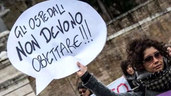 Aborto, presidio delle associazioni femminili in difesa della Legge 194