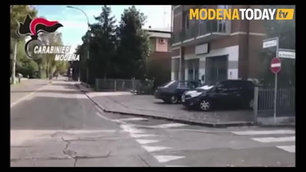 IL VIDEO | Giovane truffatrice fermata dai carabinieri durante un colpo