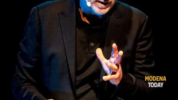 """gioele dix al teatro dadà di castelfranco emilia domenica 19 gennaio con """"vorrei essere figlio di un uomo felice""""-3"""