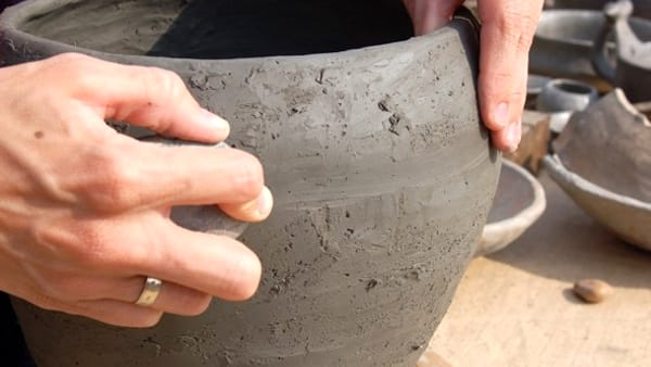 Terramara di Montale, visite guidate e laboratori tra uomo, ceramica e vestiti