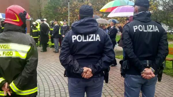 I Vigili del Fuoco di Modena e le autorità rendono omaggio ai colleghi caduti