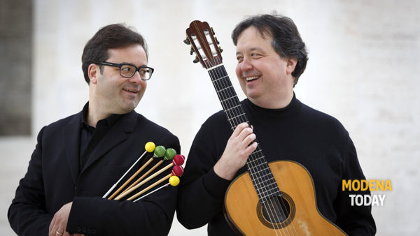 """""""Musica fuori"""", il fascino delle percussioni e della chitarra del Duo Saveri-Segre"""
