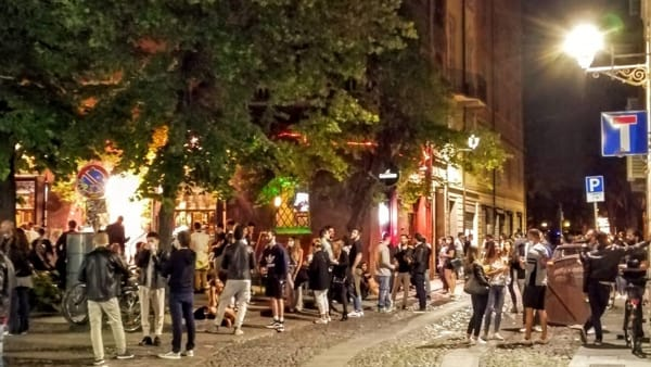 Movida, nuovo appello del Comune su mascherine e distanze di sicurezza