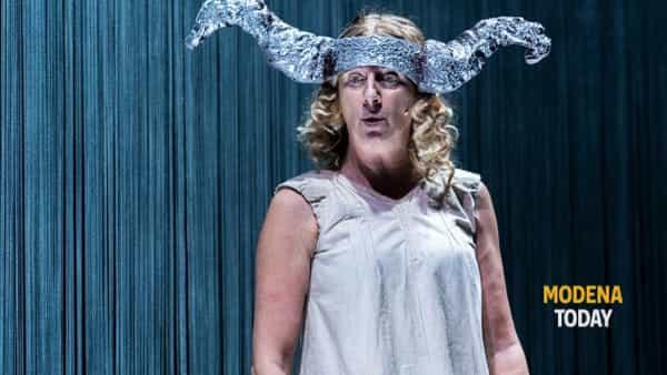 """Angela Finocchiaro al teatro Fabbri di Vignola con """"Ho perso il filo"""""""