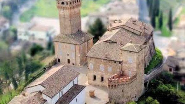 Castello di Levizzano, cena e mostra benefiche per ristrutturare il centro anziani