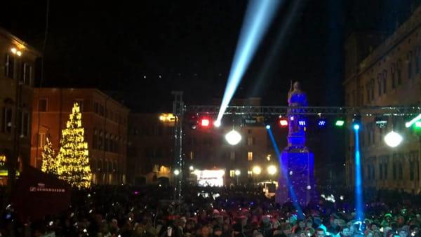Capodanno in piazza Roma: Mirko Casadei e Adriano Pappalardo tra musica e giochi di luce