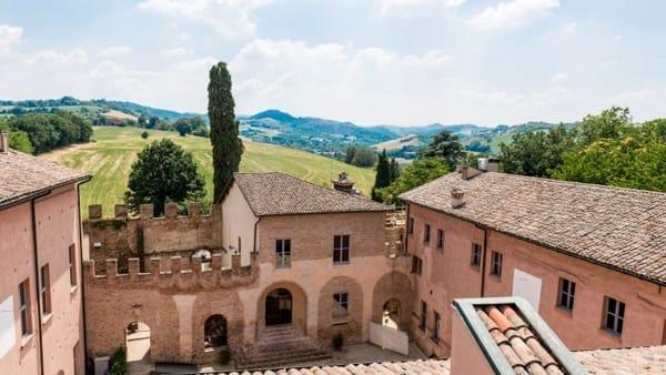 Musica, canzoni, zirudelle e dialetto al castello di Spezzano