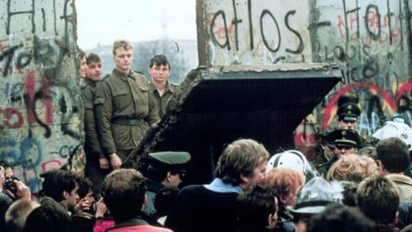 """30° anniversario della caduta del Muro di Berlino, a Modena inaugura la mostra """"Linea nelle linee"""""""