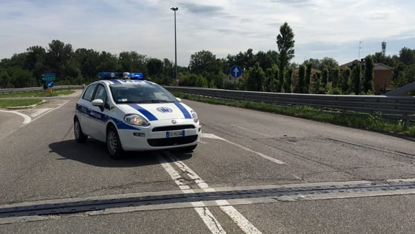 Incidente in viale Virgilio, suv incastrato tra un pullman e un autocarro