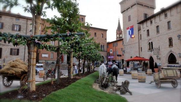 Enogastronomia e divertimento, inaugura a Castelvetro la 52° Sagra dell'Uva e del Lambrusco Grasparossa