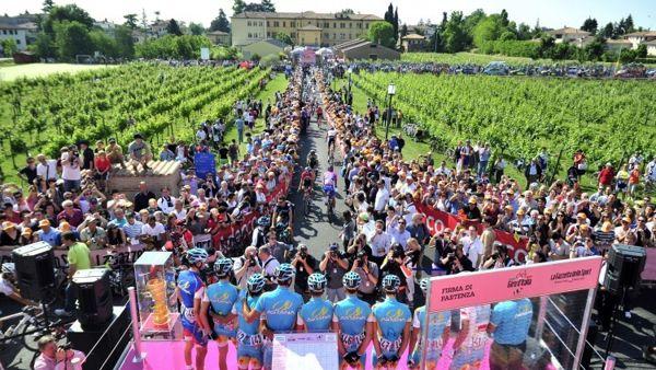 Il Giro d'Italia tra passato e futuro nell'incontro con Claudio Chiappucci
