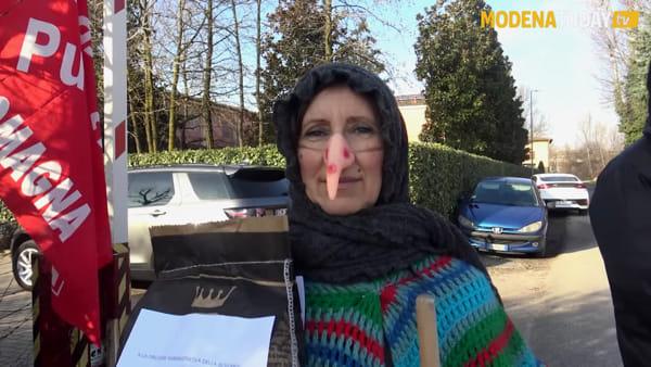 IL VIDEO | La Befana Comunista ha portato il carbone a Villa Margherita