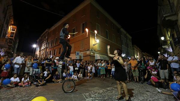Mirandola Burskers Festival, gli artisti di strada invadono il paese