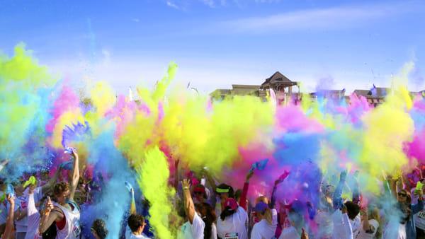 La Color Vibe torna a Modena, musica e colori al parco Novi Sad